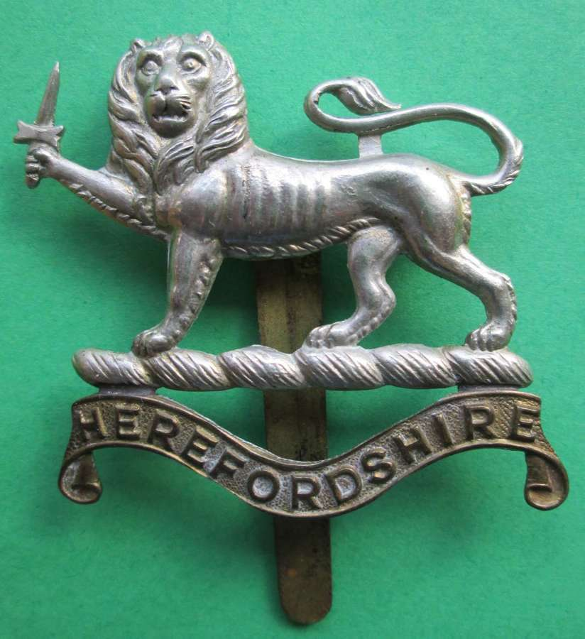 A HEREFORDSHIRE CAP BADGE