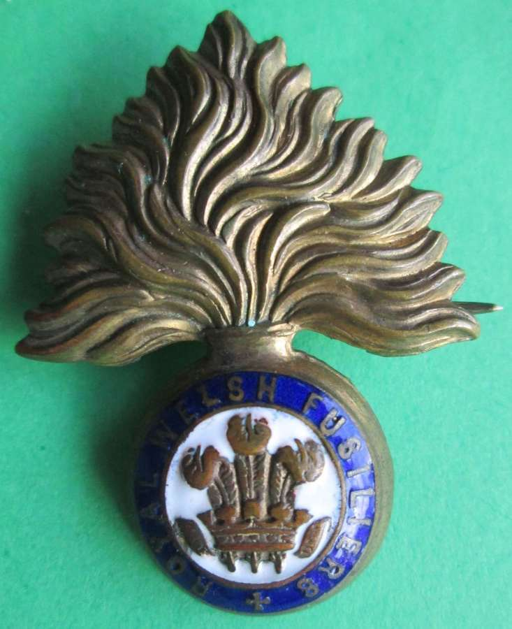 A ROYAL WELSH FUSILIERS SWEETHEART BROOCH