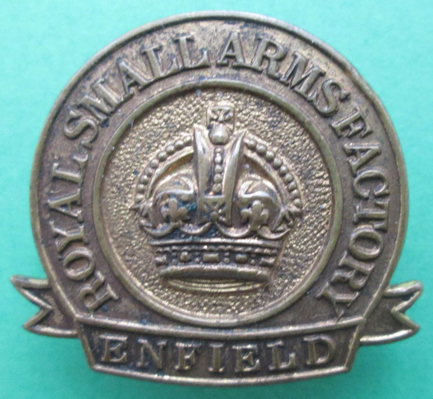 A ROYAL SMALL ARMS FACTORY (ENFIELD) LAPEL BADGE