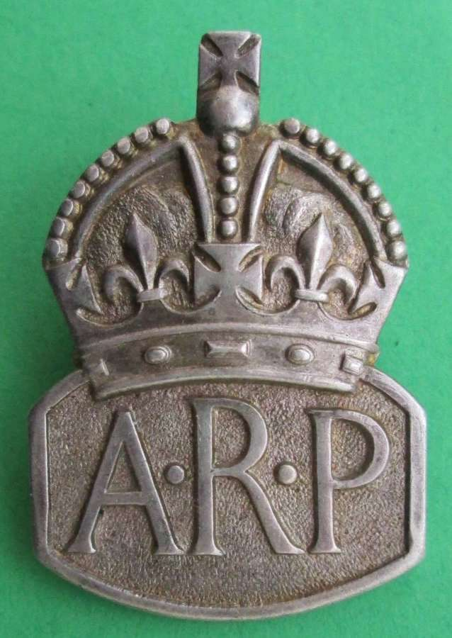 A GOOD SILVER HALLMARKED AIR RAID PRECAUTIONS  LAPEL BADGE