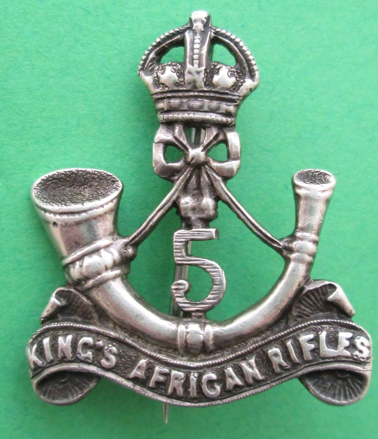 A KING'S 5TH AFRICAN RIFLES BROOCH
