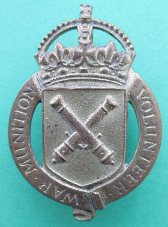A WWI WAR MUNITION VOLUNTEER'S LAPEL BADGE