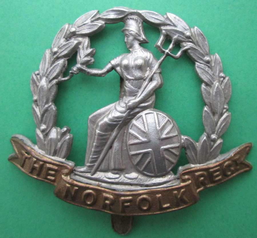 A NORFOLK REGIMENT CAP BADGE
