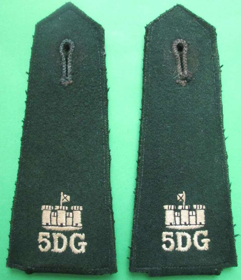 A PAIR OF SHOULDER TABS FOR THE 5TH DRAGOON GUARDS