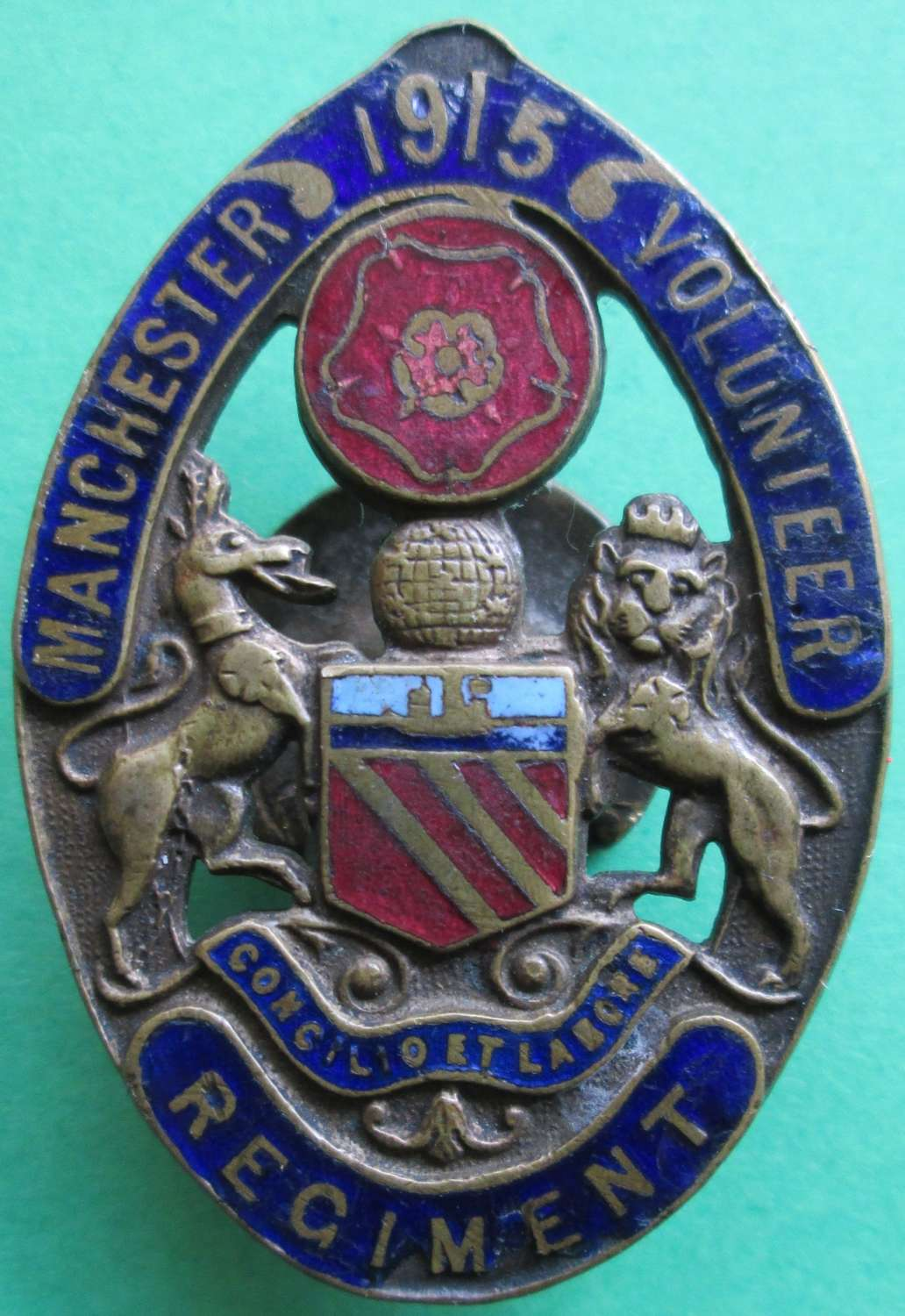 A MANCHESTER VOLUNTEER REGIMENT BADGE