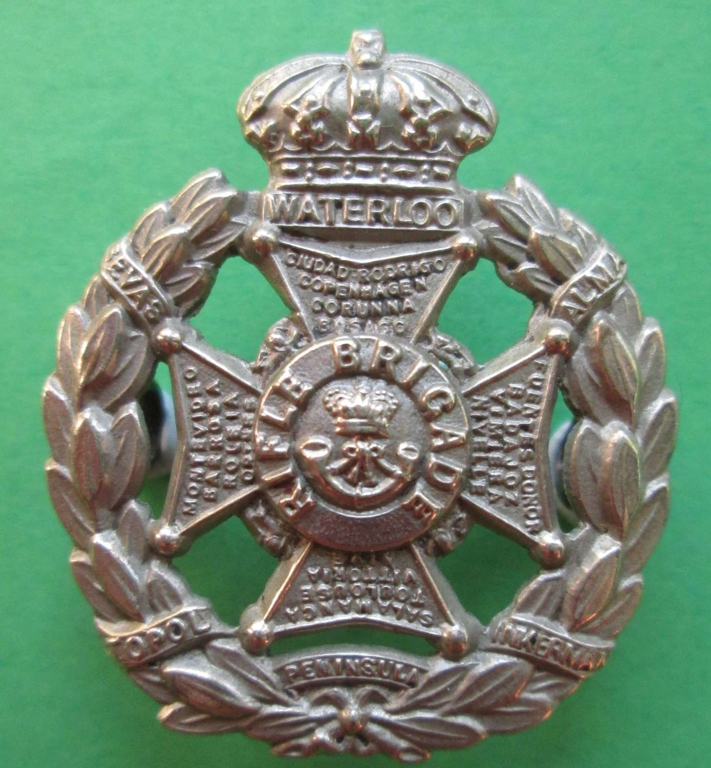 A VICTORIAN RIFLE BRIGADE OTHER RANKS WHITE METAL GLENGARRY BADGE