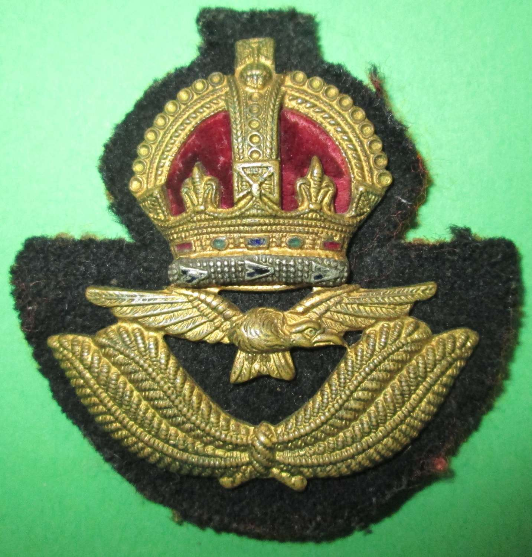 A GOOD USED RAF OFFICERS KINGS CROWN BERET BADGE
