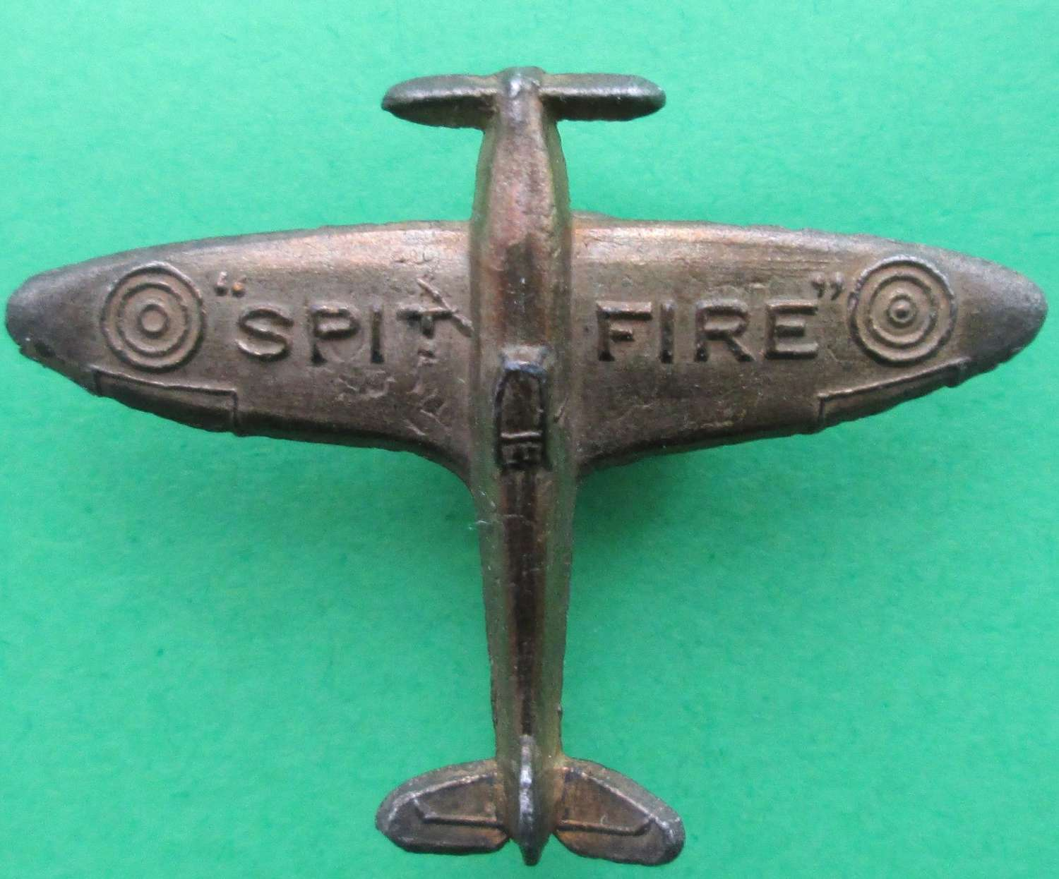 A GOOD WWII PERIOD SPITFIRE FUND BADGE