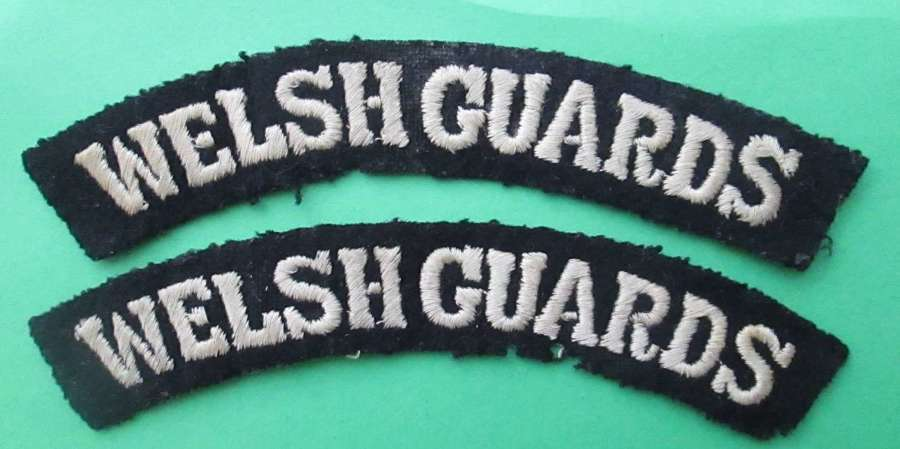 A PAIR OF WWII PERIOD WELSH GUARDS SHOULDER TITLES