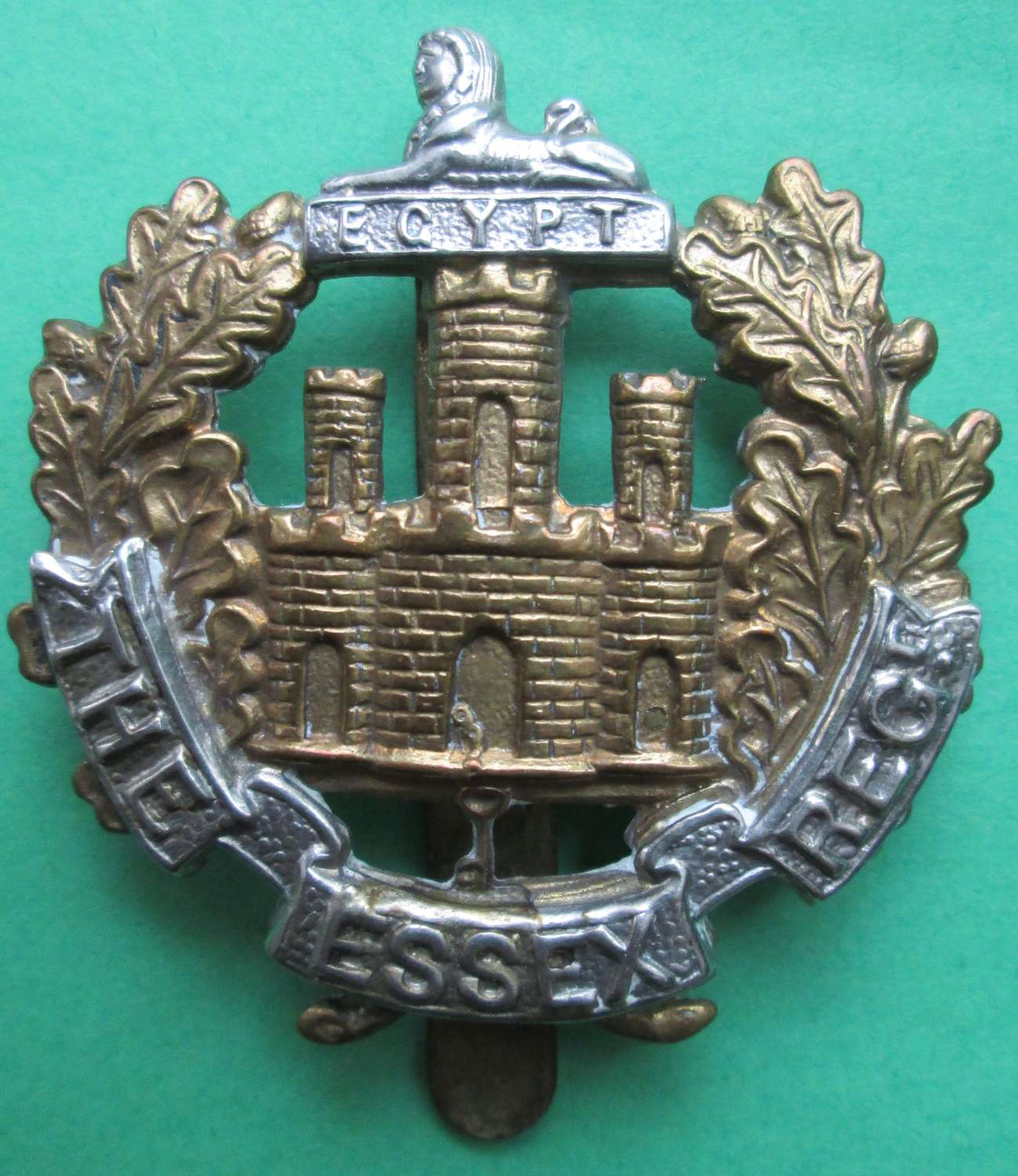 A GOOD WWII OTHER RANKS ESSEX  REGT CAP BADGE