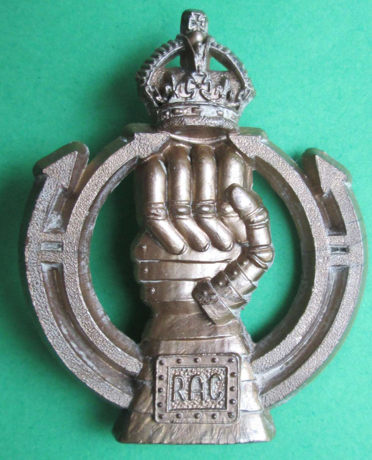 A ROYAL ARMOURED CORPS PLASTIC CAP BADGE