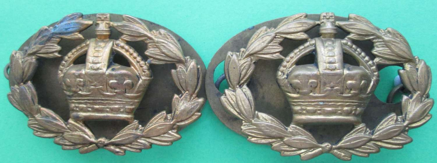 A PAIR OF WARRANT OFFICERS CROWN AND WREATH RANK BADGES