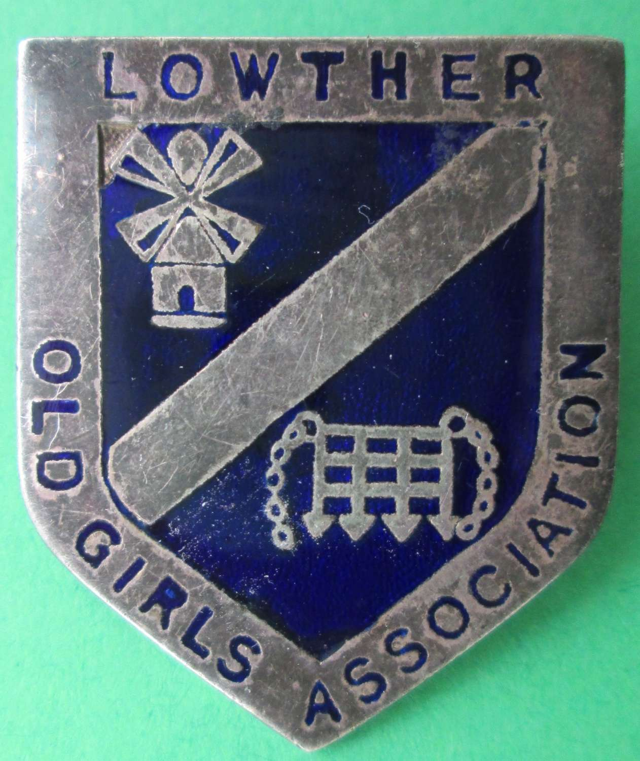 A LOWTHER OLD GIRLS ASSOCIATION PIN BADGE
