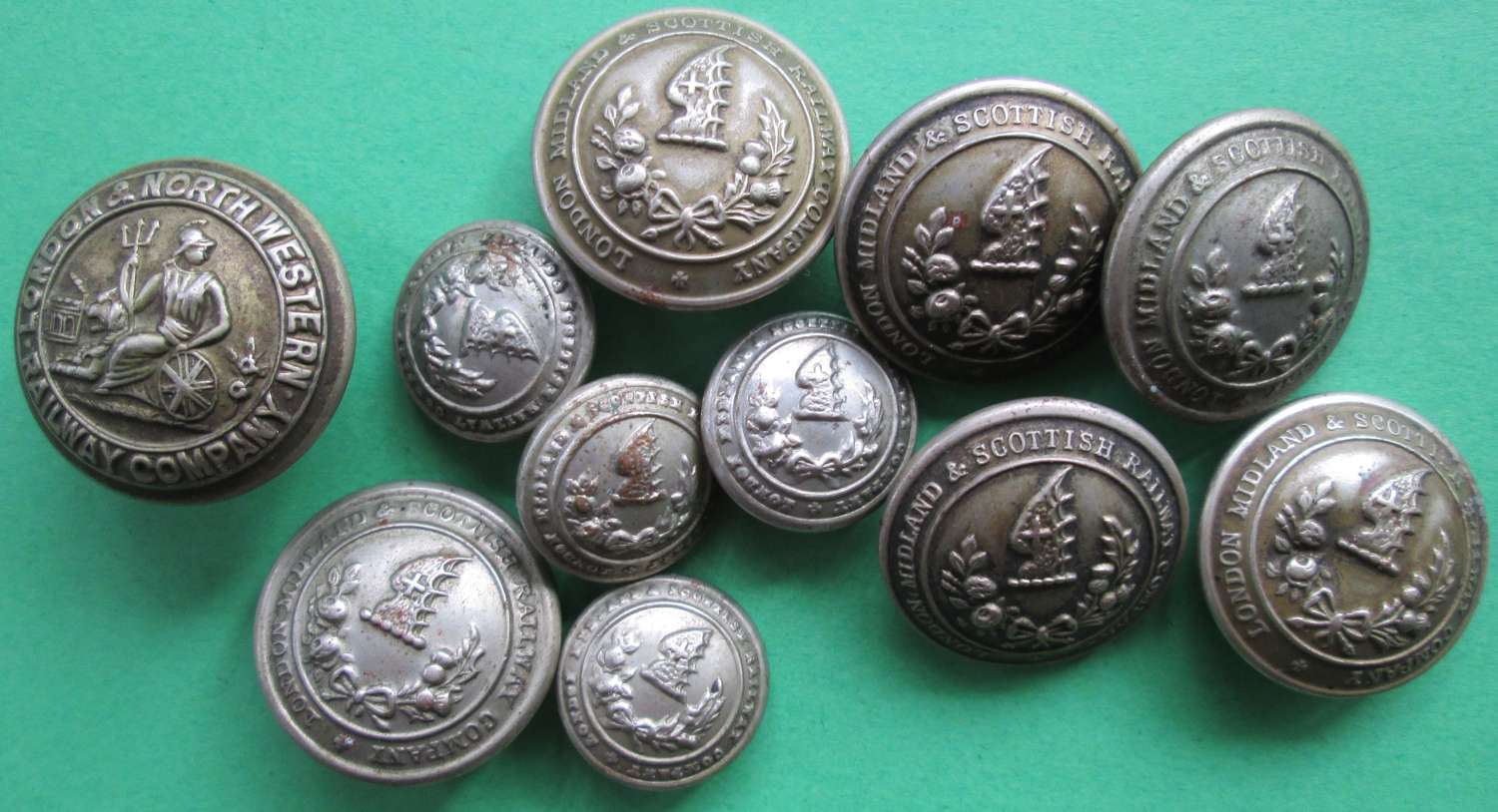 A NICE SELECTION OF RAILWAY BUTTONS