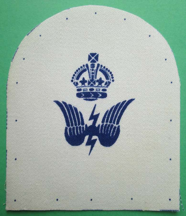 WWII NAVAL RADIO COMMUNICATIONS BADGE