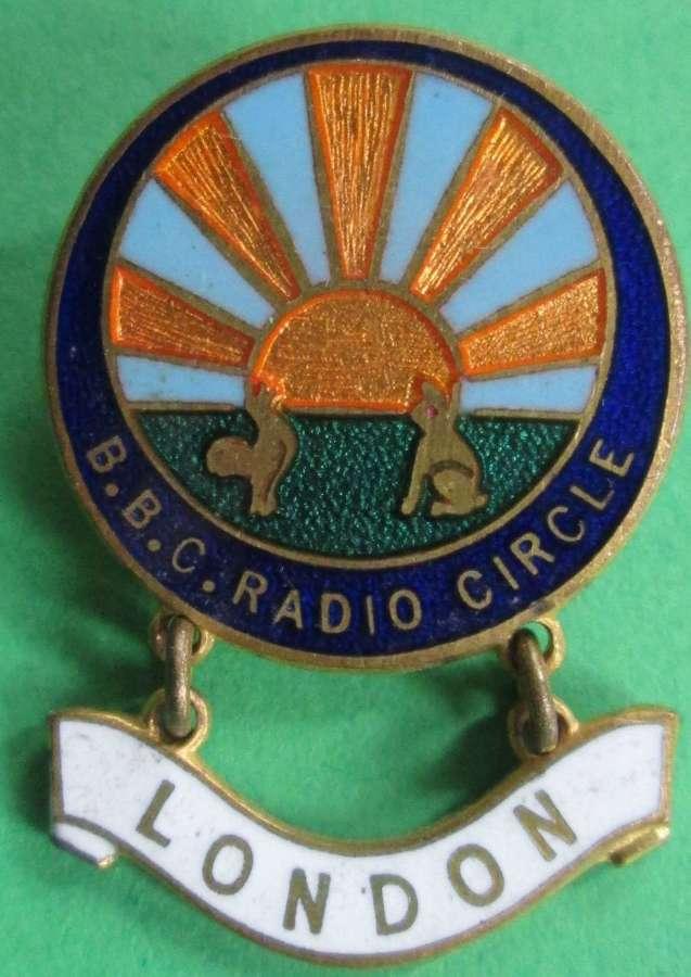 VINTAGE BBC RADIO CIRCLE PIN BADGE