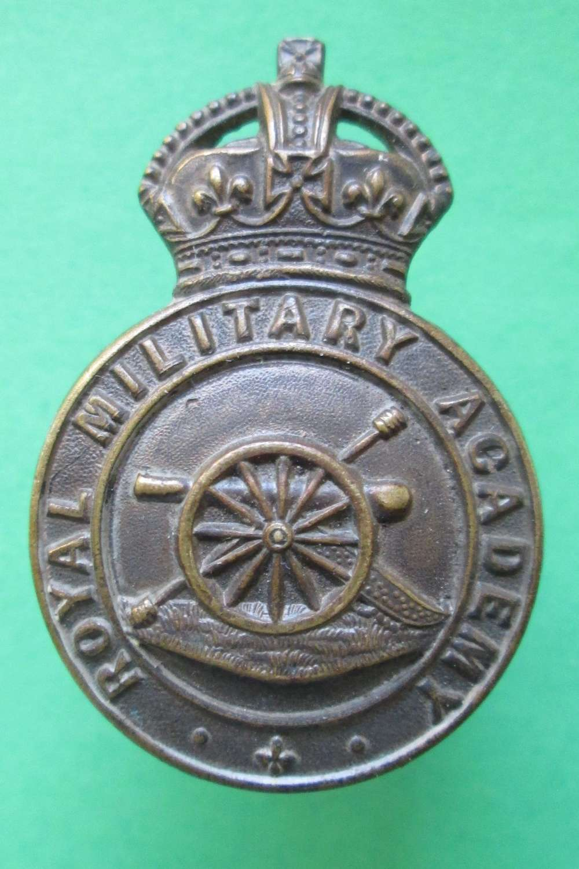 A ROYAL MILITARY ACADEMY CAP BADGE