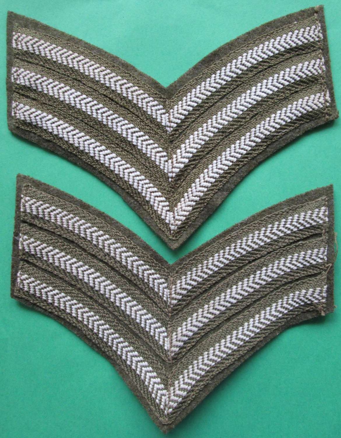 A GOOD PAIR OF WWII PERIOD ARMY SGT STRIPES