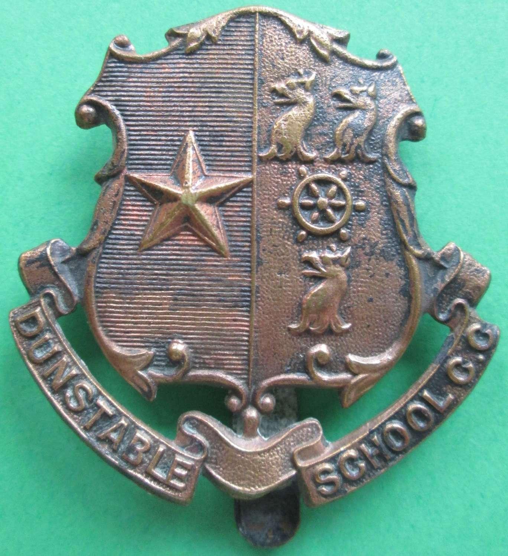 A DUNSTABLE SCHOOL CC CAP BADGE