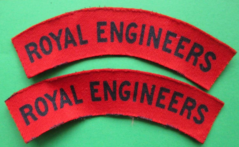 A PAIR OF PRINTED ROYAL ENGINEERS SHOULDER TITLES