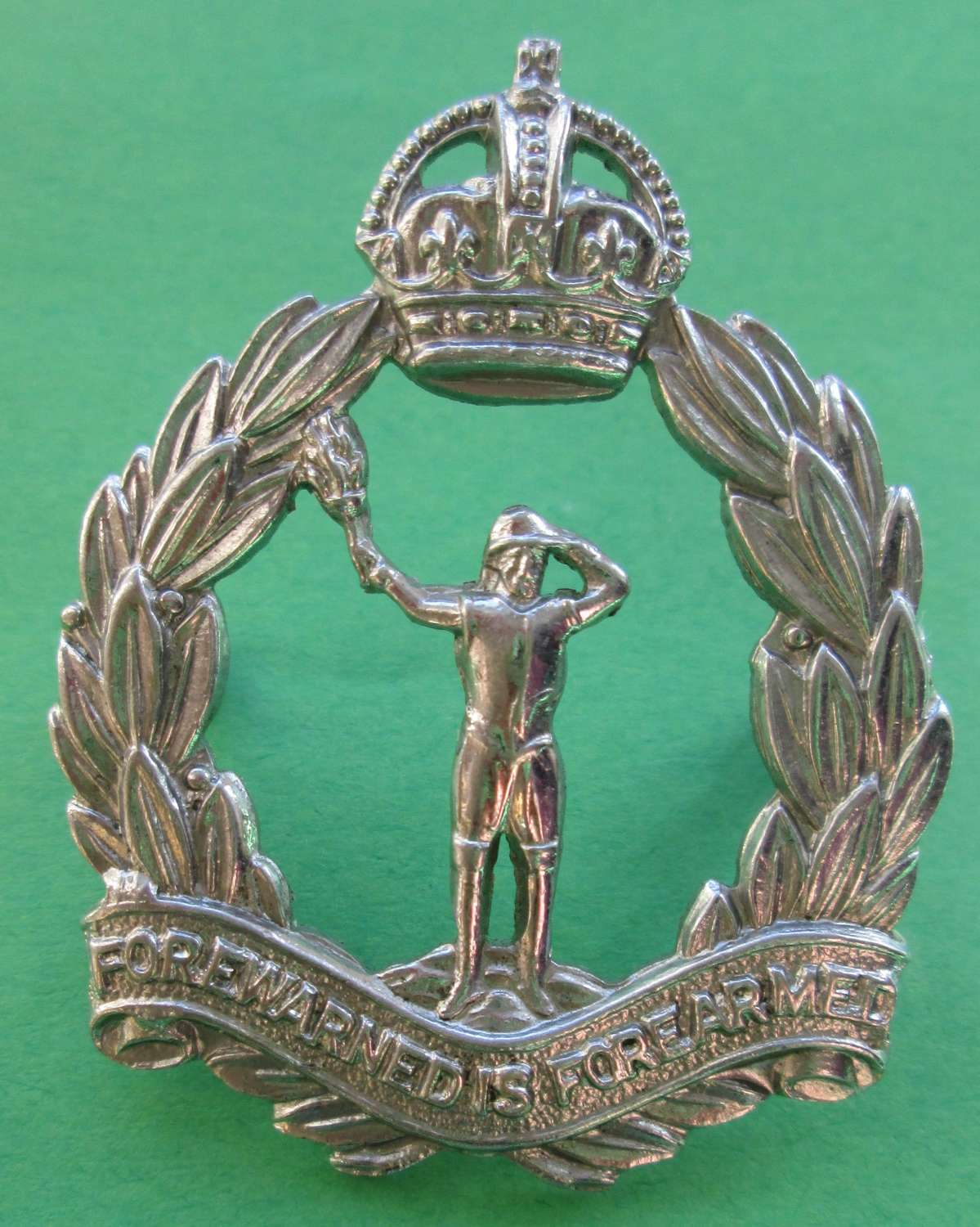 A WHITE METAL OBSERVER CORPS CAP BADGE